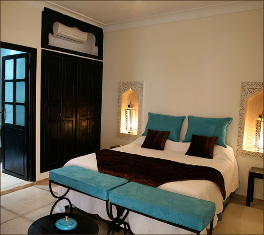 procurer du confort de la chambre turquoise de riad alboraq. Black Bedroom Furniture Sets. Home Design Ideas