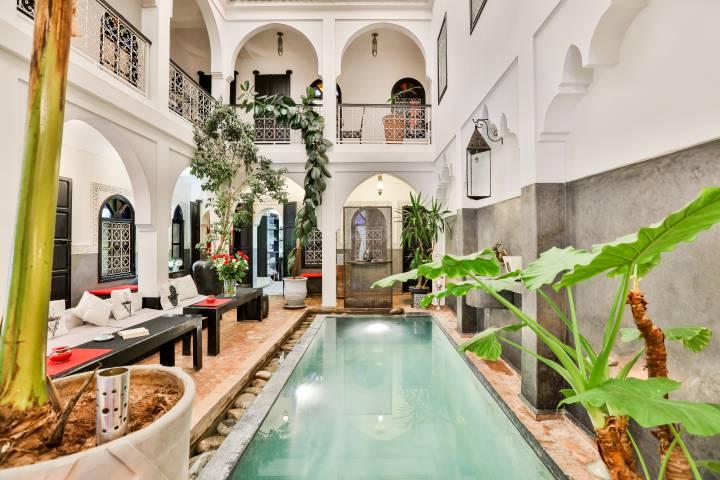 Galerie du patio avec piscine riad alboraq riad piscine for Riad a marrakech avec piscine
